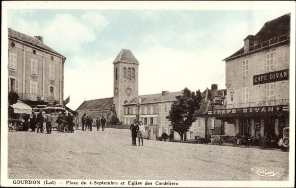 Ak Gourdon Lot, Place du 4 Septembre et Église des Cordeliers