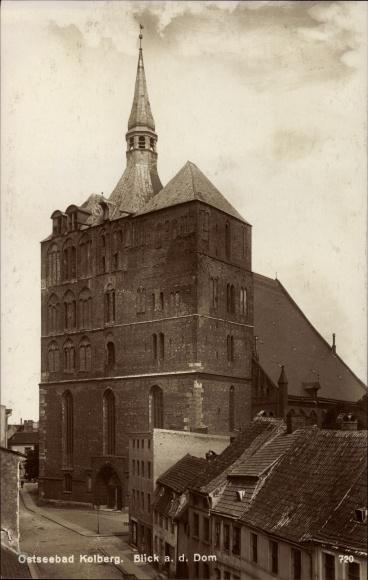 Ak Kołobrzeg Kolberg Pommern, Blick auf den Dom