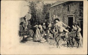 Ak Frauen reiten auf Eseln, Motiv vor einem Bauernhaus, Kleider, Sonnenschirm