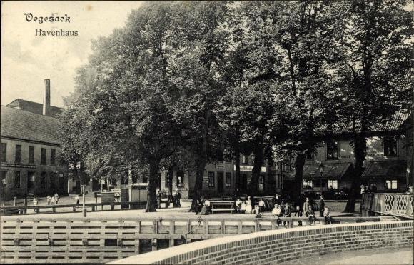Ak Vegesack Bremen, Blick auf das Havenhaus, Passanten, Brücke