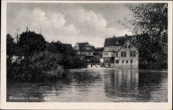 Ak Walsrode im Heidekreis, Partie am Wasser, Weiher, Fachwerkhäuser