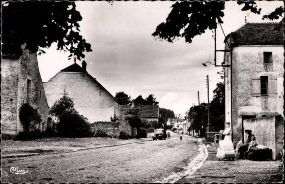 Ak Charentenay Haute Saône, La Grande Rue, Hauptstraße, Familie mit Kinderwagen