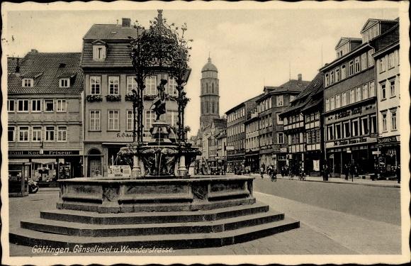 Ak Göttingen a.d. Leine, Gänselieselbrunnen und Straße, E. Schlüter