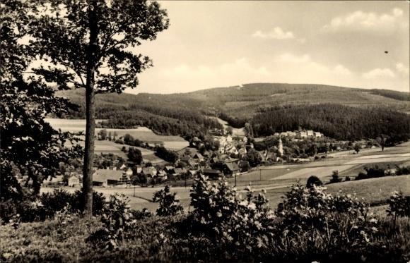 Ak Oberdorf Bockau im Erzgebirge, Senke mit Panorama des Ortes, Bergkette