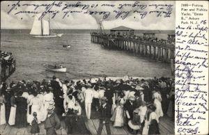 Ak New Jersey, Fishing Pier an Fishing Yacht Emma B., Asbury Park, Spaziergänger