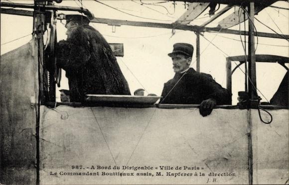 Ak A Bord du Dirigéable Ville de Paris, Commandant Bouttieaux, M. Kapferer