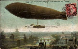 Ak Paris, Dirigéable Clément Bayard au dessus de la ville, Tour Eiffel, Französisches Luftschiff