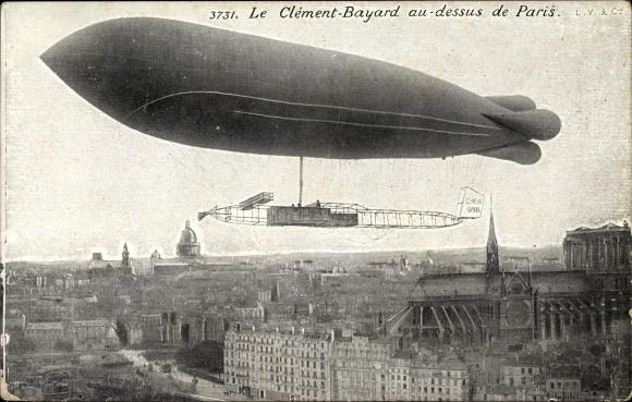 Ak Paris, Dirigéable Clément Bayard au dessus de la ville, Notre Dame, Französisches Luftschiff