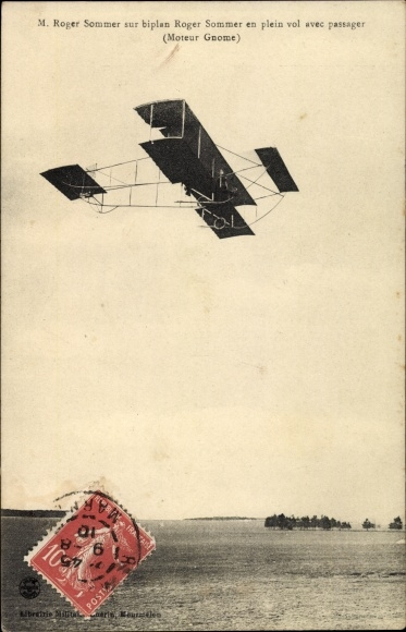 Ak M. Roger Sommer sur biplan Roger Sommer en plein vol avec passager, Flugpionier