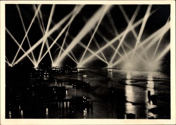 Ak Scheinwerferspiel der Kriegsschiffe, Deutsche Kriegsschiffe, Nachtbeleuchtung