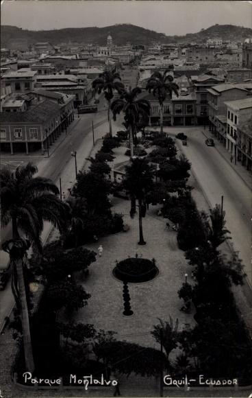 Foto Ak Guayaquil Ecuador, Parque Monalvo, Vogelschau, Platz, Palmen