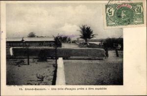Ak Grand Grand-Bassam Elfenbeinküste, une bille d´acajou prête à être expédiée