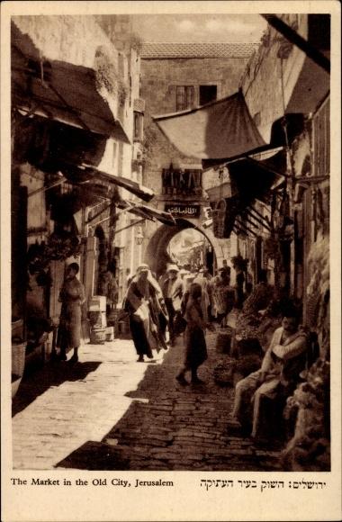 Ak Jerusalem Israel, The Market in the Old City, Partie am Markt, Hebräisch