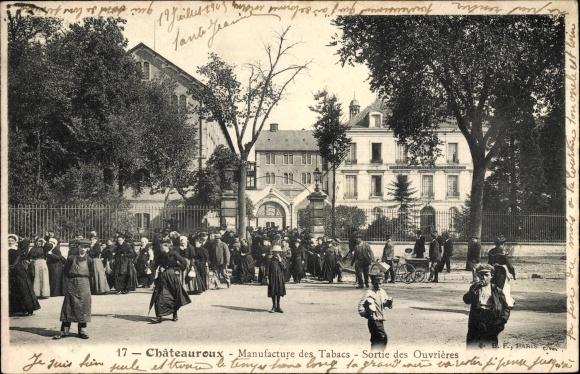 Ak Châteauroux Indre, Manufacture des Tabacs, Sortie des Ouvrières, Fabrikarbeiter haben Schicht
