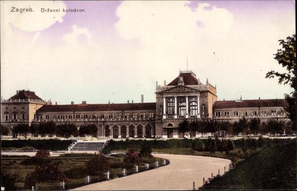 Ak Zagreb Kroatien, Drzavni kolodvor, Staatsbahnhof, Straßenseite