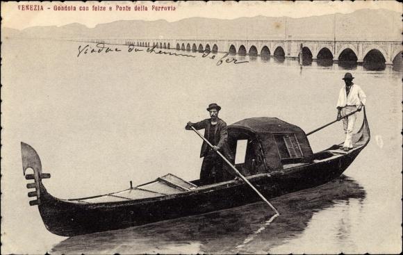 Ak Venezia Venedig Veneto, Gondola con felze e Ponte della Ferrovia, Gondel