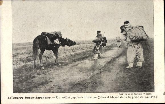 Ak Russisch Japanischer Krieg, Soldat japonais tirant son cheval blesée, Prise de Kai Ping