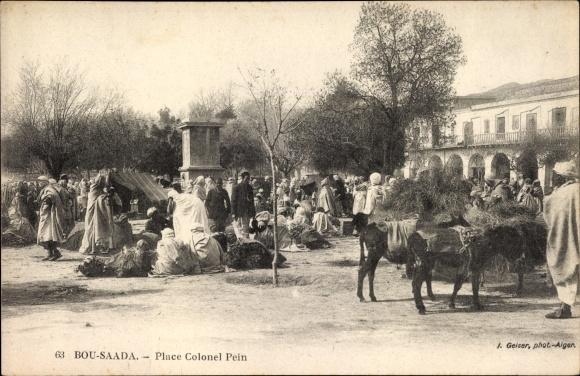 Ak Bou Saâda Algerien, Place Colonel Lein, Markt auf dem Platz, Waren, Esel