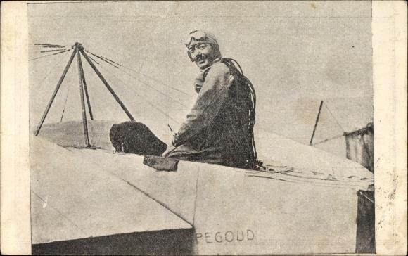 Ak Adolphe Pégoud, Französischer Pilot, Flugpionier, Portrait am Flugzeug