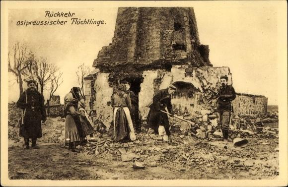 Ak Rückkehr ostpreußischer Flüchtlinge, Schuttbeseitigung, Soldaten, Kriegszerstörungen, I. WK