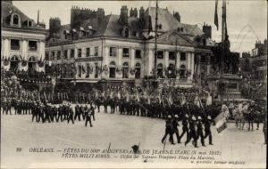 Ak Orléans Loiret, Fêtes de Jeanne d'Arc, Mai 1912, défilé des Sapeurs Pompiers, Place du Martroi