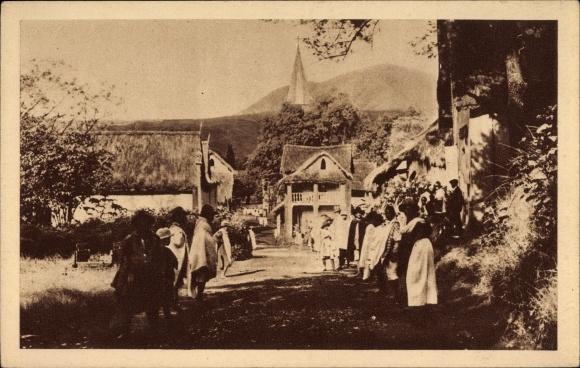 Ak Malgache Madagaskar, Le Village Malgache atend le Missionaire