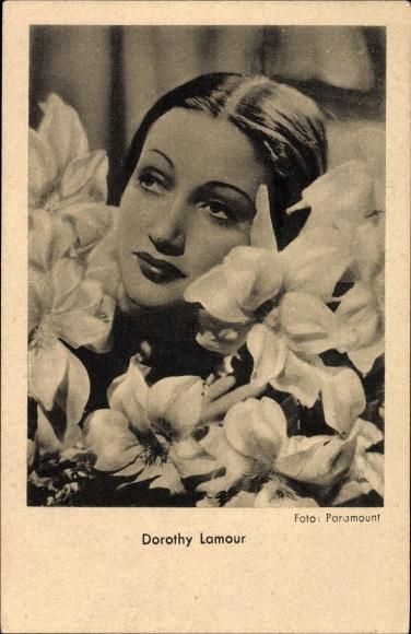 Ak Schauspielerin Dorothy Lamour, Portrait, Lilienblüten