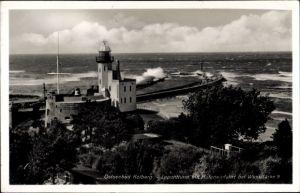 Ak Kołobrzeg Kolberg Pommern, Leuchtturm mit Hafeneinfahrt, Windstärke 9