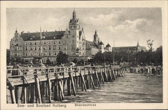Ak Kołobrzeg Kolberg Pommern, Blick auf Strandschloss