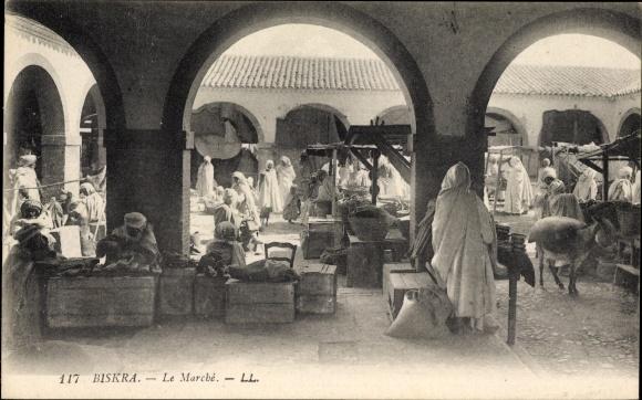 Ak Biskra Algerien, Le Marché, Partie auf dem Markt, Arkaden, Stände, Händler, Esel