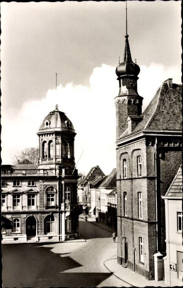 Ak Rheinberg am Niederrhein, Rathaus mit Haus Underberg