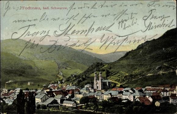 Ak Todtnau im Südschwarzwald Kreis Lörrach, Panorama vom Ort, Bergkette, Kirche