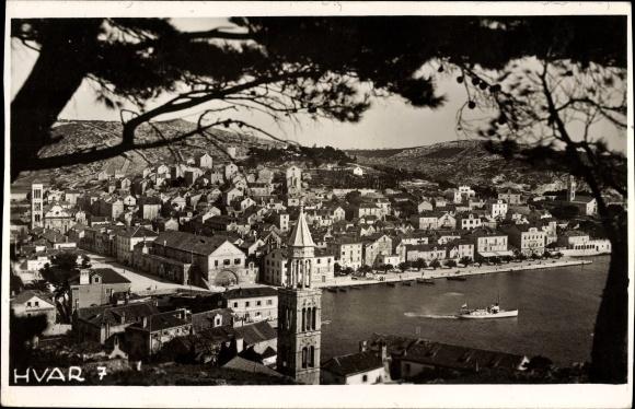 Foto Ak Hvar Kroatien, Totalansicht der Ortschaft, Hafen, Turm
