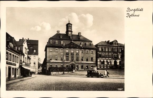 Ak Burgstädt in Sachsen, Blick über den Markt zum Rathaus