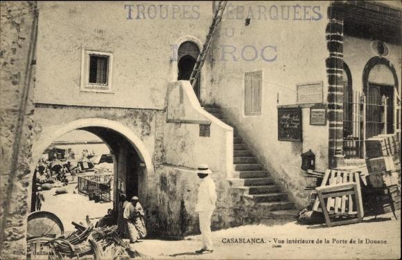 Ak Casablanca Marokko, Vue interieure de la Porte de la Douane, Partie am Zolltor