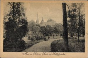 Ak Moers am Niederrhein, Partie im Schlossgarten, Blick auf Ortschaft und Umgebung