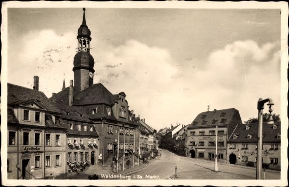 Ak Waldenburg in Sachsen, Außenansicht der Kirche, Marktplatz