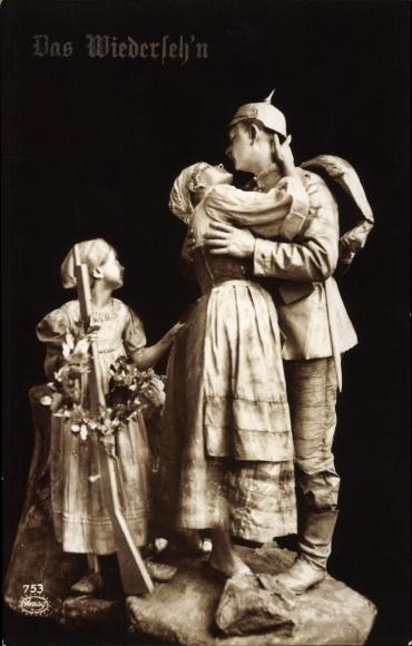 Ak Das Wiedersehn, Soldate bei der Heimkehr begrüßt seine Frau, Tochter, Lebende Plastik, Amag 753