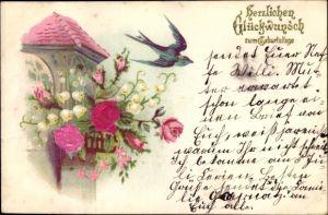 Präge Material Ak Glückwunsch Geburtstag, Schwalbe, Balkon mit Blumen, Maiglöckchen, Rosen