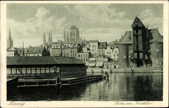 Ak Gdańsk Danzig, Partie am Krantor mit Blick auf die Stadt
