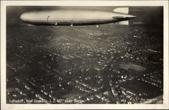 Ak Berlin, Luftschiff Graf Zeppelin LZ 127 über Berlin, Fliegeraufnahme, Wohnsiedlung