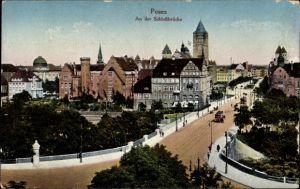 Ak Poznań Posen, An der Schlossbrücke, Straßenpartie mit Turm, Straßenbahn