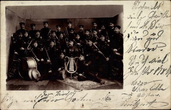 Foto Ak Gruppenbild einer Militärkapelle, Orchester, Instrumente, Uniformen