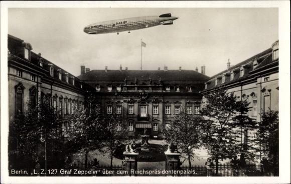 Ak Berlin Mitte, Luftschiff LZ 127 Graf Zeppelin über dem Reichspräsidentenpalais