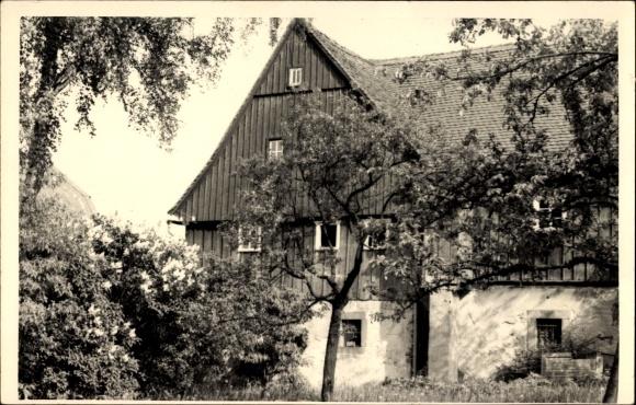 Foto Ak Eibau Kottmar in der Oberlausitz, Blick auf ein Wohnhaus vom Garten
