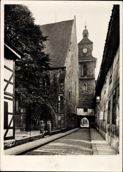 Ak Göttingen in Niedersachsen, Blick in eine Gasse zur Marienkirche
