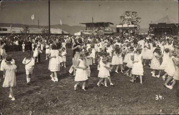 Foto Ak Eschwege im Werra Meißner Kreis, Tanz auf dem Volksfest, Riesenrad, Jahrmarkt, Mädchen