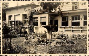 Foto Ak Würselen in Nordrhein Westfalen, Gartenpartie vor einem Haus, Brunnen