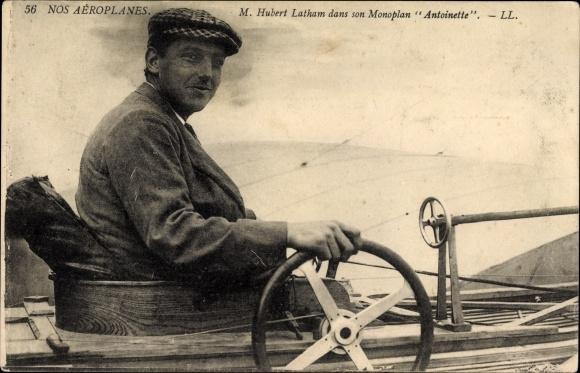 Ak M. Hubert Latham dans son Monoplan Antoinette