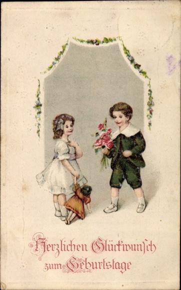 Präge Ak Glückwunsch Geburtstag, Junge mit Rosenstrauß, Mädchen mit Puppe